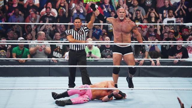 画像: ゴールドバーグがジャック・ハマーでジグラー粉砕【8・11 WWE】