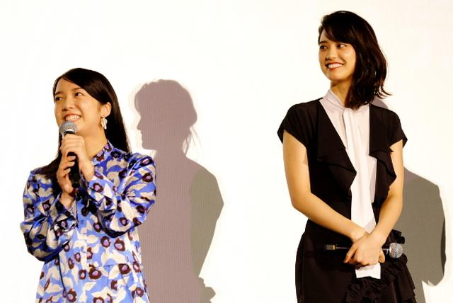 画像: 上白石萌音と山崎紘菜がバナナジュースで起業? W主演映画『スタートアップ・ガールズ』