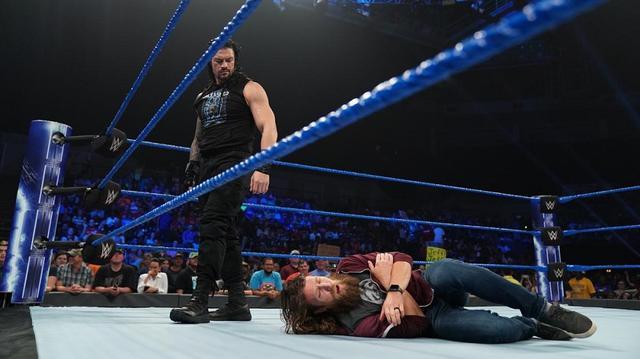 画像: レインズが無実を主張するブライアンにスピアー炸裂【8・27 WWE】