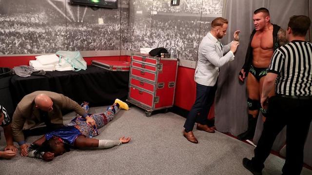 画像: オートンが王者キングストンとビッグEを返り討ち【8・27 WWE】