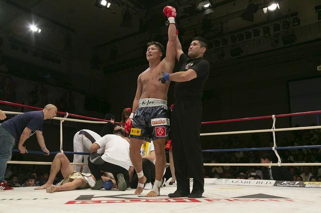画像: K-Jeeが弟分のRUIにKO勝ちで初代クルーザー級王座獲得【8・31 K-1 KRUSH】