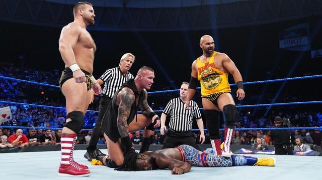 画像: オートンが3対1でキングストンをスーパーRKO葬【9・3 WWE】