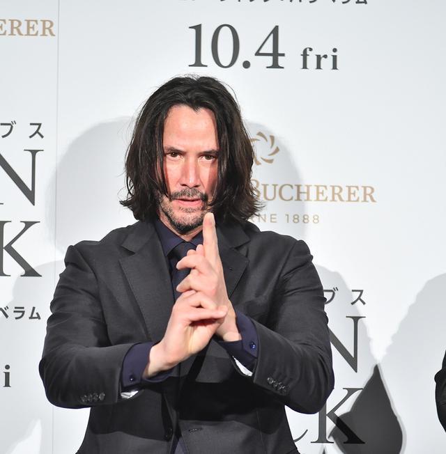 画像: キアヌ・リーブス、忍者の「印」を結ぶ表情が真剣すぎる!