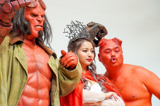 画像: クロちゃんからアカちゃんに!?映画『ヘルボーイ』公開直前イベント