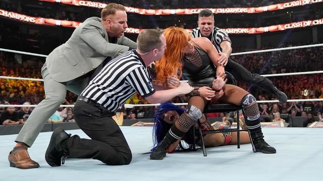 画像: ベッキーがサーシャ相手に反則負けも王座移動はなし【9・15 WWE】