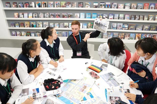 画像: 外国人観光客向けに学生が英語でガンダムを紹介【TOKYOガンダムプロジェクト2019】