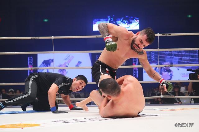 画像: 川尻、上迫、サトシがTKO負け。ライト級GPで日本陣営全滅【10・12 RIZIN.19】