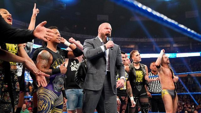 画像: NXT王者コールが強敵ブライアン相手に王座防衛。NXT統括のトリプルHが気勢【11・1 WWE】