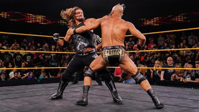 画像: 11・24「サバイバー・シリーズ」を前にAJスタイルズ率いるThe OCがNXTに殴り込み【WWE NXT】