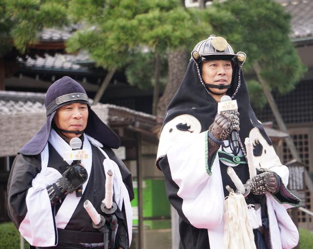 画像: 堤真一、岡村隆史が討ち入り衣装で赤穂義士をお参り「写真に何か写っていたら...」