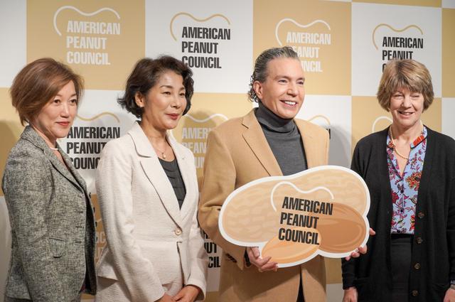 画像: デーブ・スペクター、アメリカンジョークだらけでピーナッツをPR