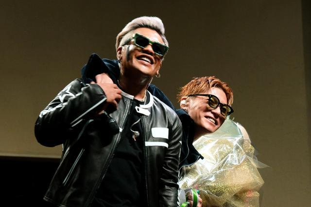 画像: CrazyBoyがニューシングルリリースでミニライブ! EXILE SHOKICHI、LIKIYAが花束でお祝い