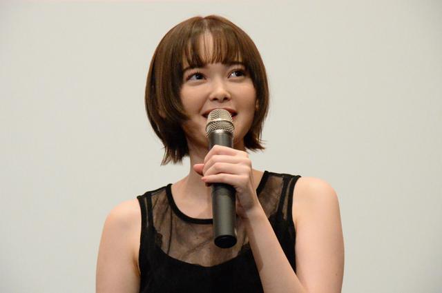 画像: 玉城ティナ、橋本マナミが「人間じゃない」役どころを振り返る