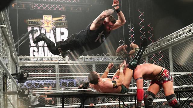 画像: オーエンズがNXTのウォーゲームズ戦にサプライズ出場【11・23 WWE】
