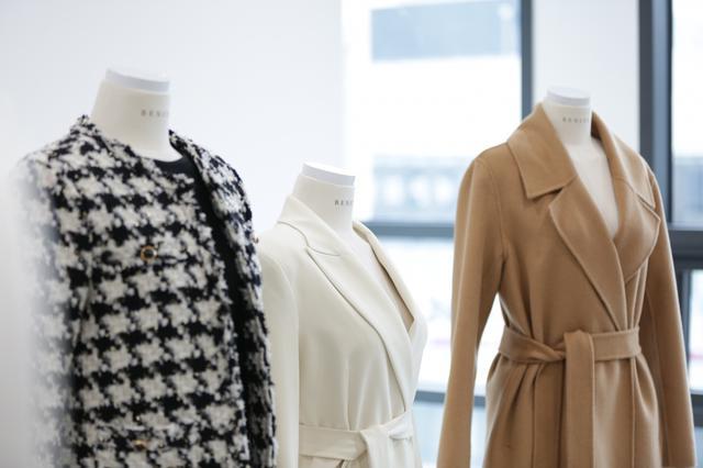 画像: 【FRONT LINE in 韓国】TWICE着用でも話題の「BENITO」は、上品で大人っぽいが叶う。