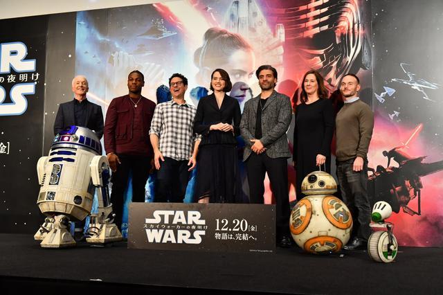 """画像: 『スター・ウォーズ』全作登場のC-3PO""""真の悪役説""""に、演じた本人の回答は?"""