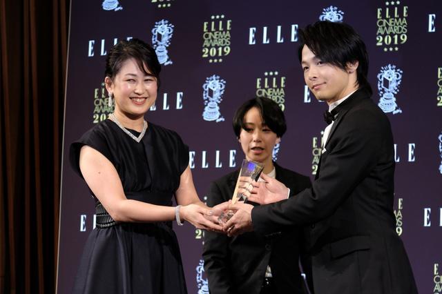 画像: 中村倫也、タキシードと重い時計で魅力が「今日は5割増し」!? エルシネマアワード2019