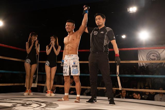 画像: バンタム級サバイバルマッチで加藤ケンジが齊藤曜に逆転KO勝ち【12・22 修斗】