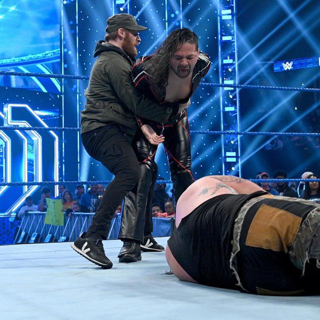 画像: 中邑がストローマンに報復のキンシャサ弾【1・3 WWE】