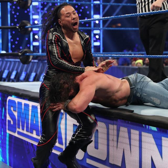 画像: 中邑&セザーロが因縁のストローマンにタッグ戦で屈辱の敗戦【1・24 WWE】