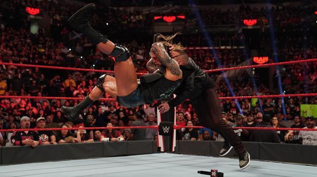 """画像: """"毒蛇""""オートンが9年ぶりに復帰したエッジに裏切りのRKO【1・27 WWE】"""