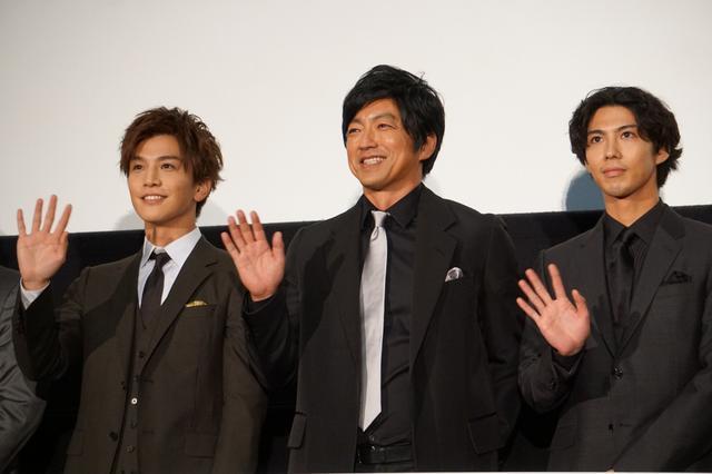 画像: 大沢たかお、賀来賢人、岩田剛典が一般客と相席で宣伝会議!?「予約を間違えて」