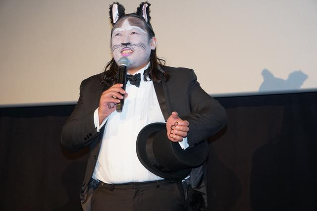 画像: ロバート秋山、本気のネコ顔メイクで『キャッツ』応援上映に登場「本国もがんばれ」