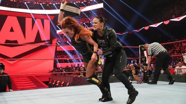 画像: アスカが王座戦2連敗。勝利したベッキーはシェイナと因縁勃発【2・10 WWE】