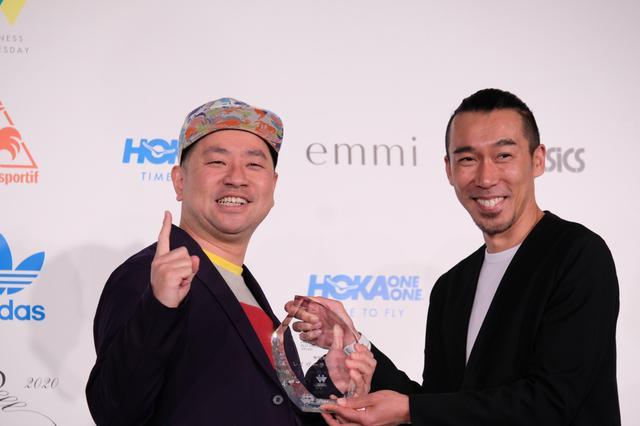 画像: レイザーラモンRGがスニーカーベストドレッサー賞で殿堂入り「履くだけで世界とつながる」