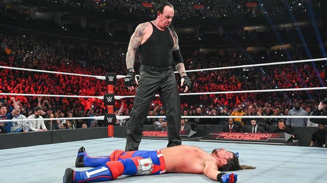 画像: アンダーテイカーの乱入でAJスタイルズがブラックに屈辱の敗戦【3・8 WWE】