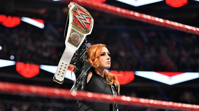 """画像: """"ザ・マン""""ベッキーが強敵シェイナに返り討ちを宣言【WWE】"""