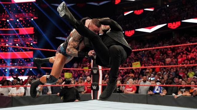画像: エッジがオートンに掟破りのRKOで報復【3・9 WWE】