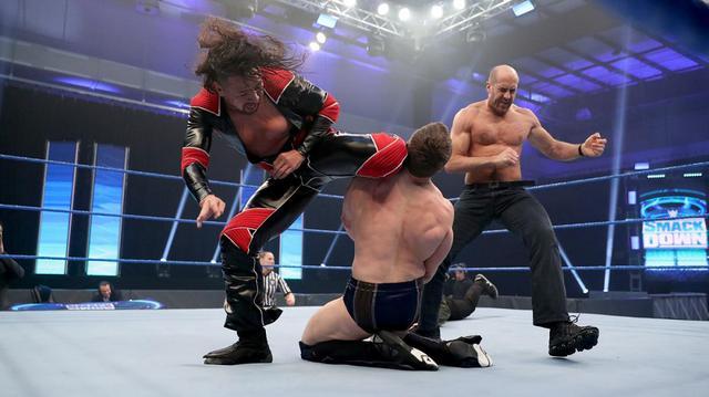 画像: 中邑&ゼインがレッスルマニア直前にブライアンを襲撃KO【WWE】