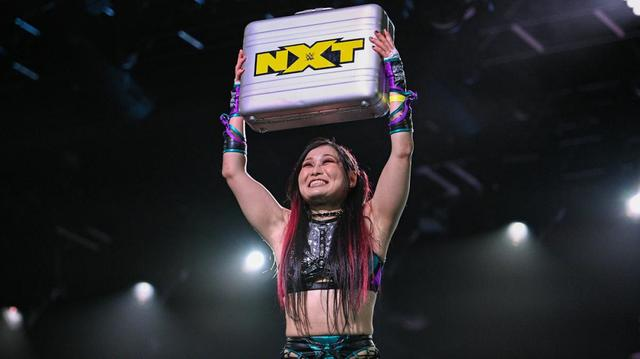 画像: 紫雷イオがラダー戦制して王者シャーロットへの挑戦権を奪取【WWE NXT】