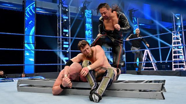画像: 中邑が再びコービンに加勢。ブライアンにキンシャサ弾炸裂【WWE】