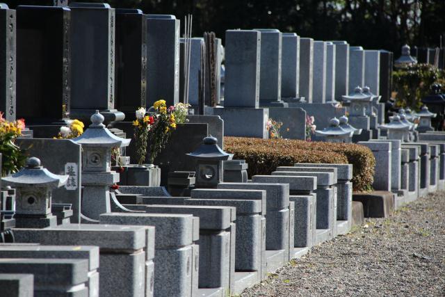 画像: 不要不急の外出自粛で「お墓参りに行けなくて気になる」人にうれしい「お墓参り代行サービス」