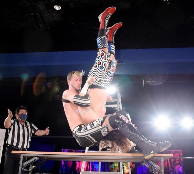 画像: DDT UNIVERSAL王座戦線が混とん! 王者・佐々木に、クリス、吉村、MAOが4WAY戦で挑戦へ【DDT】