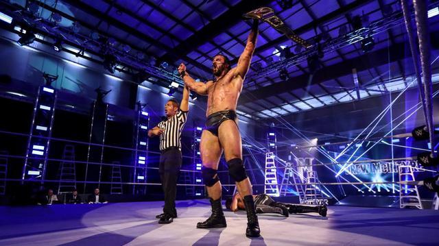画像: マッキンタイアがロリンズ相手にWWE王座防衛【WWE】