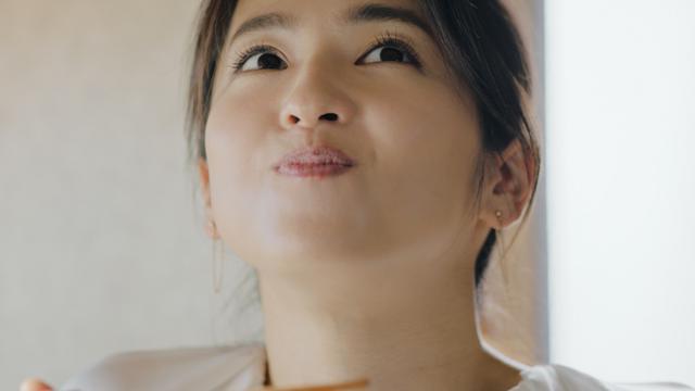 画像: 中村アンがダイアモンドのような笑顔! 新CMで「食べる美しさ」表現
