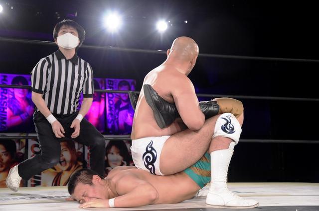画像: 全日本の秋山準がDDT初戦で若手コンビに貫禄勝ち。渡瀬瑞基は一騎打ちをアピール【DDT】