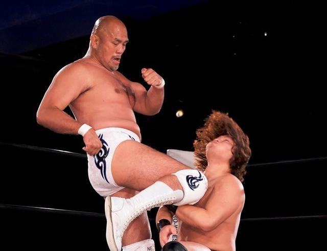画像: DDTマット2戦目の全日本・秋山準が渡瀬瑞基に完勝【DDT】