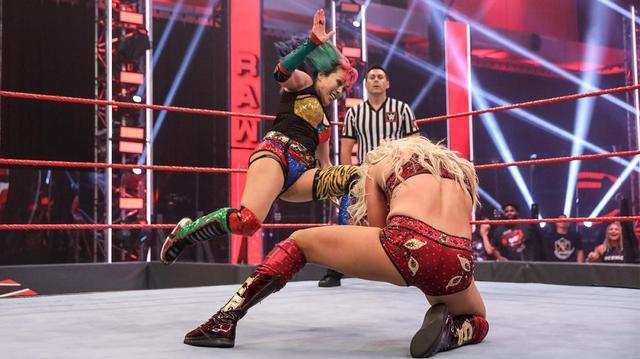 画像: アスカvsシャーロットの王者対決実現もナイアの登場で灰色決着【WWE】