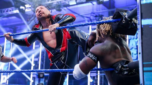 画像: 中邑真輔&セザーロがタッグ王者ニュー・デイから3カウント奪取【WWE】