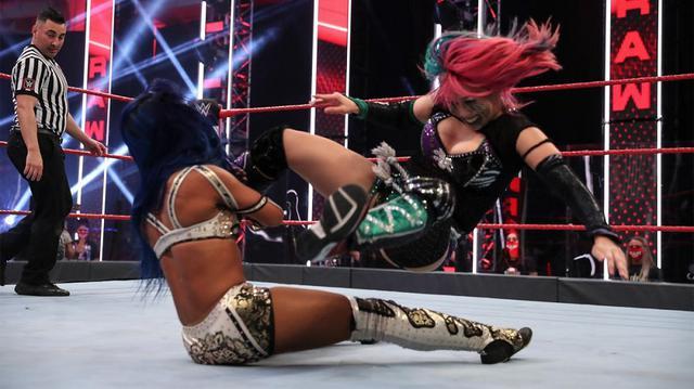画像: アスカがミックスタッグ戦でサーシャに不覚の3カウント【WWE】