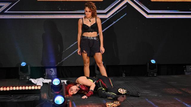 画像: 王者・紫雷イオが喧嘩を売られたダコタ・カイに「次週のNXTで会おう」【WWE NXT】