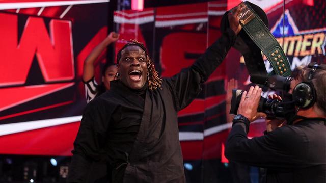 画像: 戸澤陽が忍者に化けたRトゥルースを見破れずに24/7王座陥落【WWE】