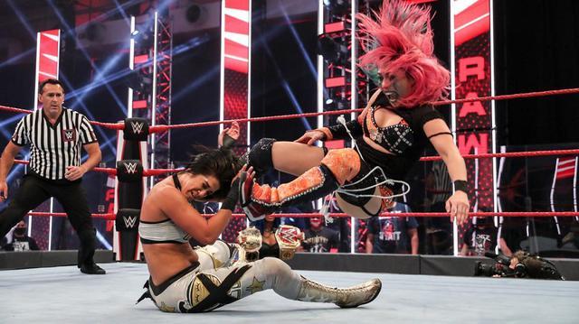 画像: アスカがベイリーを撃破して「サマースラム」でサーシャの持つロウ女子王座に挑戦【WWE】