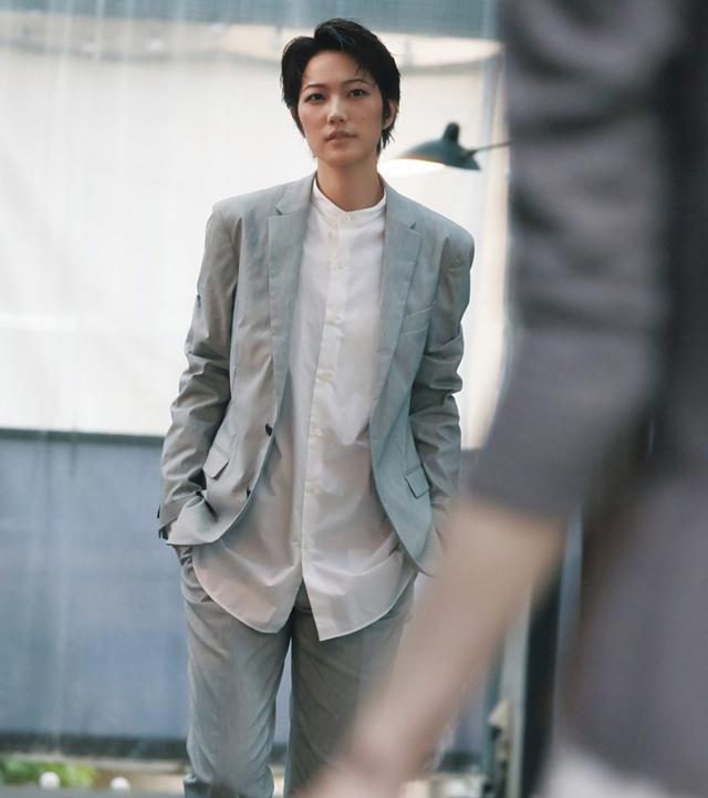 """画像: 元宝塚男役スター・七海ひろき「CanCam」で""""エモい""""初連載がスタート"""