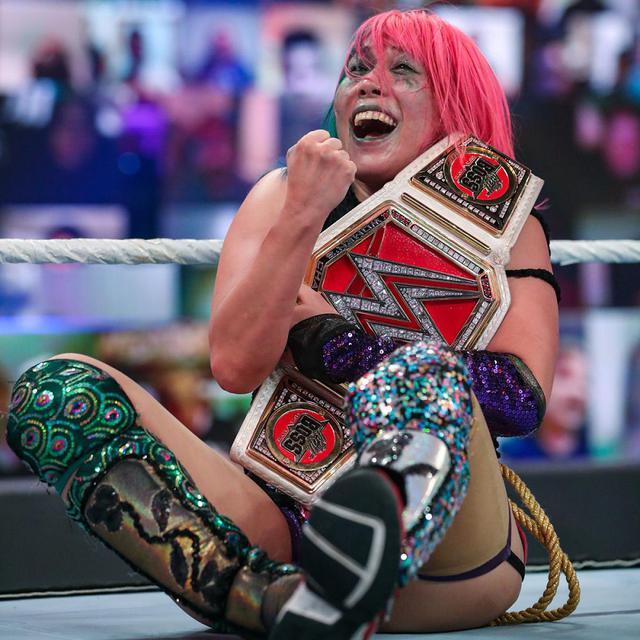 画像: 王座2連戦のアスカが因縁のサーシャを撃破してロウ女子王座に返り咲き【WWE】