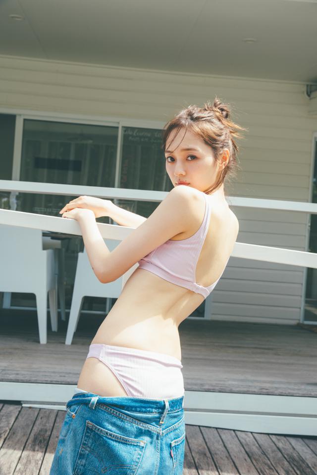 画像: 乃木坂46 梅澤美波がドキドキ水着カット!ピンクの水着で「テンションも上がる」